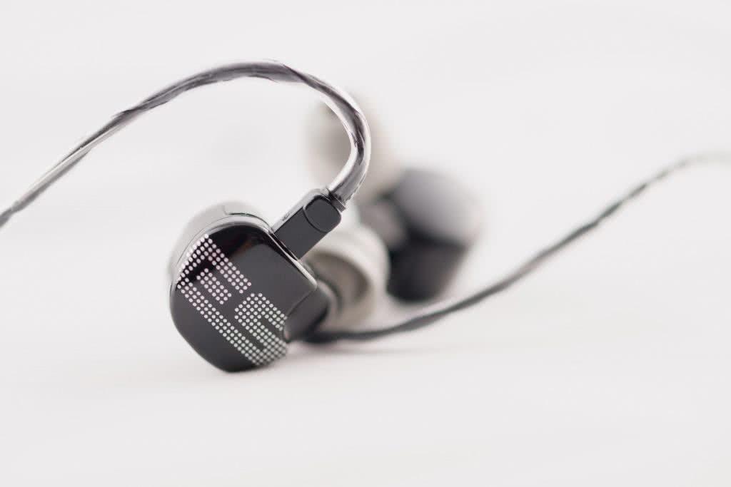 EarSonics S-EM6 Earphone - earphonia.com review