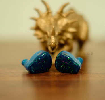 earphonia.com Jomo PLB Pretty Little Beast earphone Review