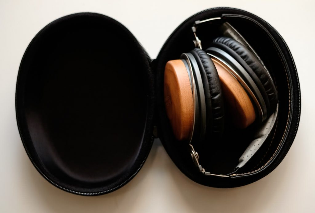earphonia.com Mitchell and Johnson JP1 DJ Headphone Review