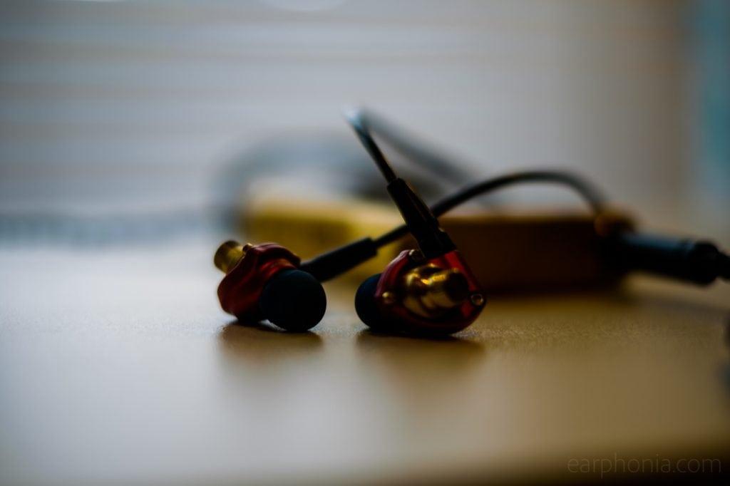 earphonia.com review of the Acoustune HS1501 AL / HS1551 CU